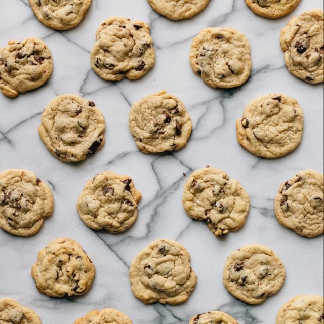 https://ovenlylove.co.za/wp-content/uploads/2020/07/Choc-chip-cookies-scaled-e1612868495816-640x640.jpg